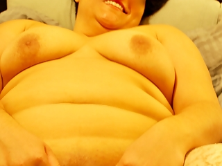 Chubby girlfriend naked body