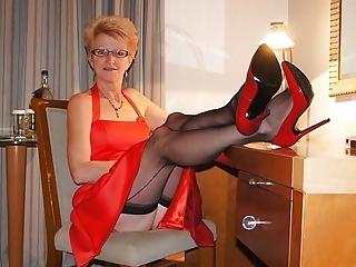 Grannies posing for upskirt