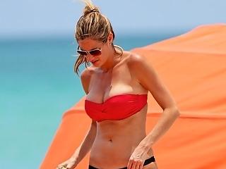 Erin Andrews - Bomb-Ass Bikini Body