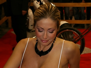 Show girls down blouse and side boobs