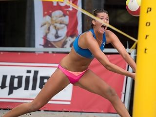 Beach volley girls camletoes