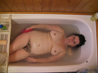 Compilation of wifes and milfs in bathtubs