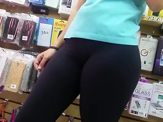 Teen black leggings camel toe