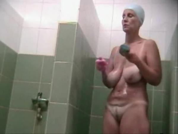 Busty shower videoer