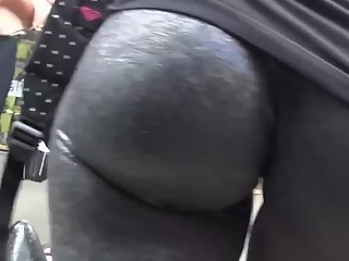Jiggling ass in black leggings