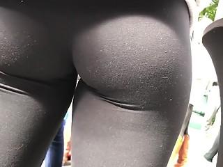 Pussy gap in black leggings