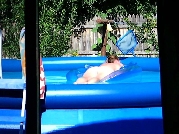 Spying my neighbor's pool orgy