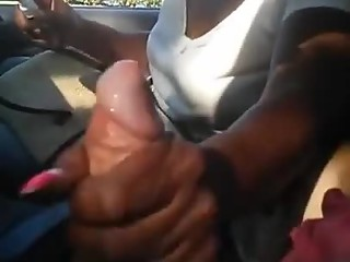 Ebony slut gives handob in car