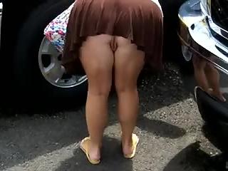 Mature voyeur upskirt no panties