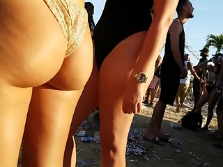 Jiggly Pawg in gold bikini