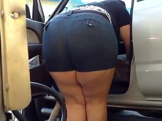 Chubby mom bend over