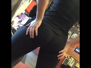 Chick exercising in gym